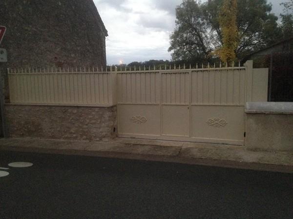 Portail coulissant avec portillon  intégré avec thermolaquage - Candé sur Beuvron - Loir et Cher